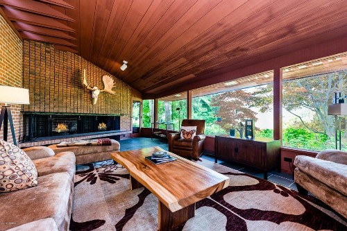 Home on Lake Michigan, designed by architect Paul Schweikher, listed for $2.75 million