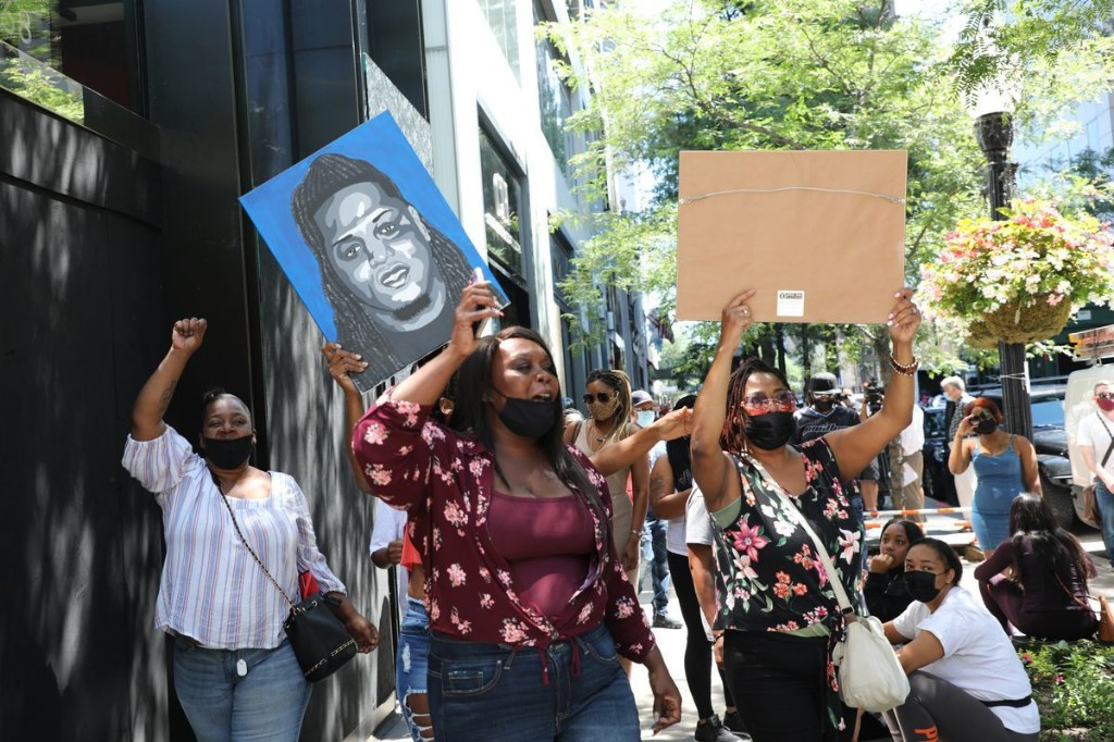 Mother of Chicago rapper slain on Gold Coast pleads for no retaliation. 'I am asking for peace.'