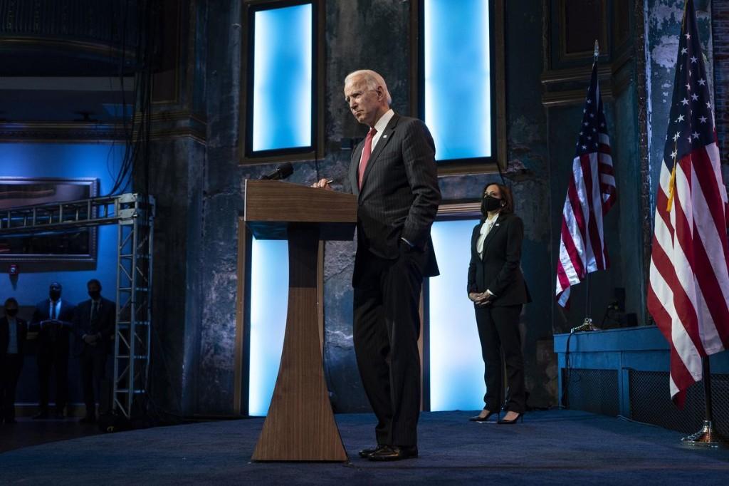 Biden team, pushing quick stimulus deal, prepares for renewed recession