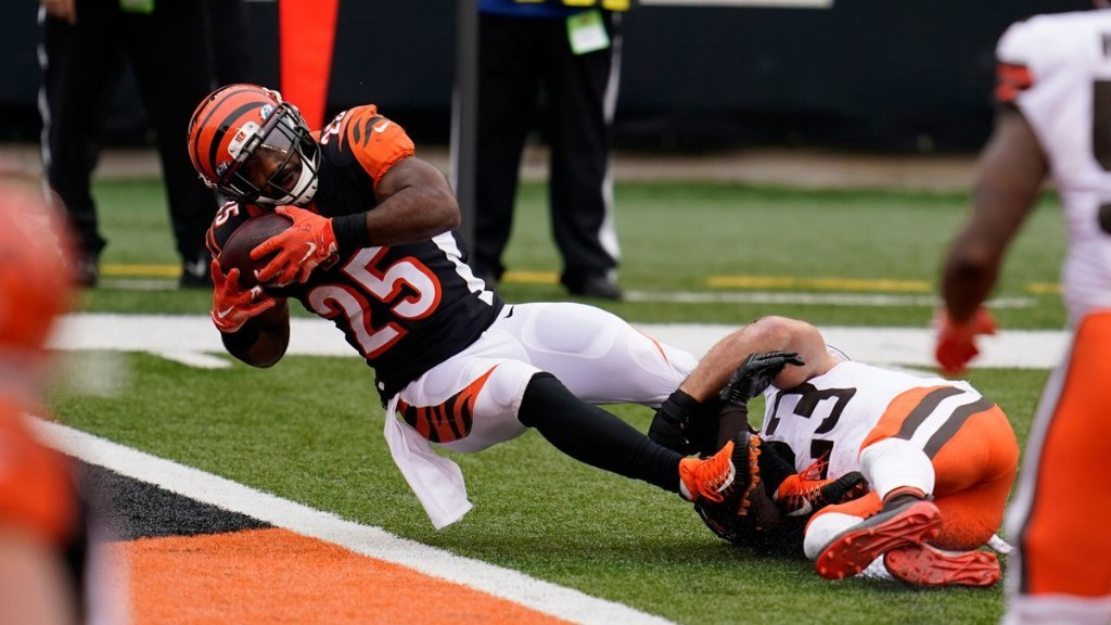 Fantasy football lineups for Week 11: Start Giovani Bernard and sit Mike Evans