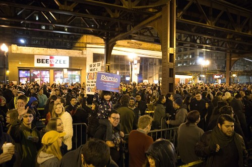 Sanders holds late-night rally in Loop ahead of Tuesday's Illinois primary
