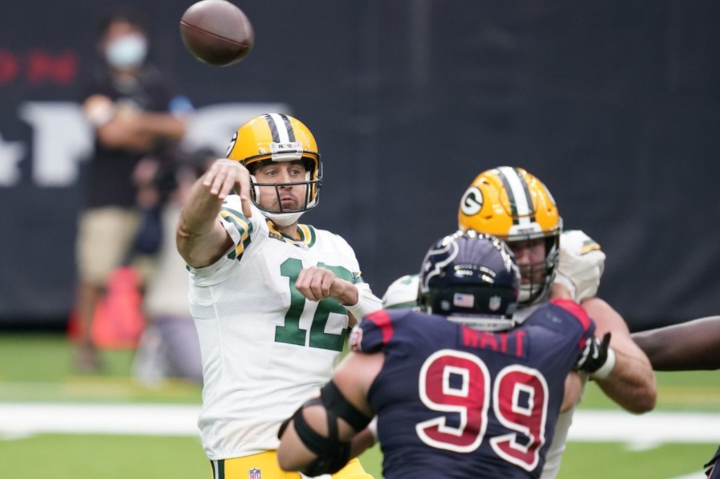 Packers improve to 5-1 as Aaron Rodgers throws 4 touchdown passes in a 35-20 win over the Texans