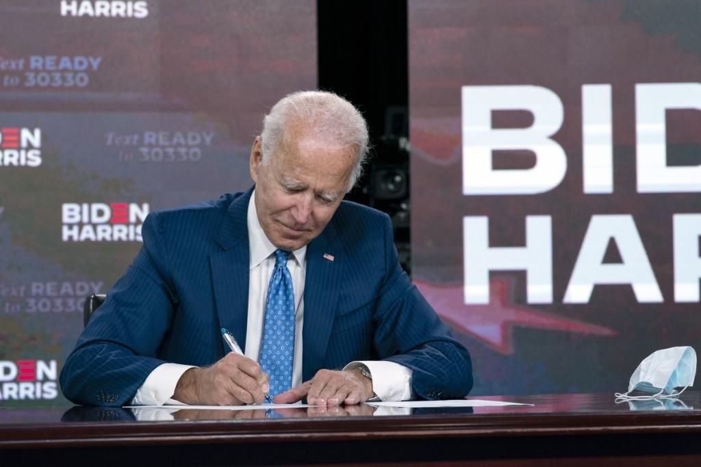 Major US postal workers union endorses Joe Biden for president