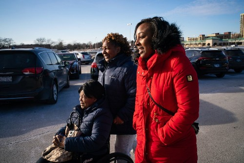 Black families came to Chicago by the thousands. Why are they leaving?