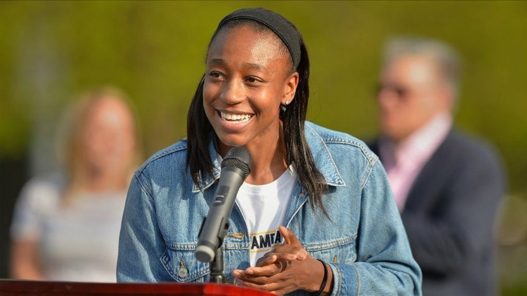 Lincolnwood names basketball courts after WNBA star Jewell Loyd