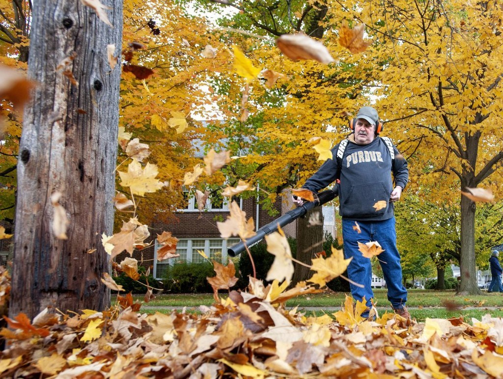 Home Team Valpo gets start doing cleanup, raking leaves and helping those who can't: ''I can't do things like I used to'