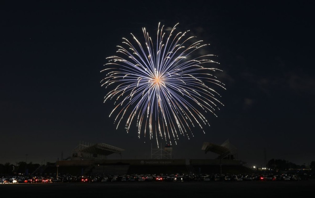 Coronavirus in Illinois updates: Lowest daily total of COVID-19 deaths since the end of March reported as Chicago's Fourth of July underway without firework shows, parades, open beaches