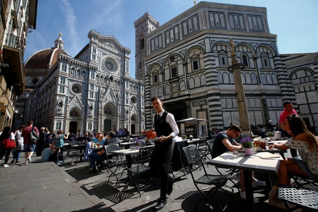 Florence Loses Its Mind Over Tourists Eating Sandwiches