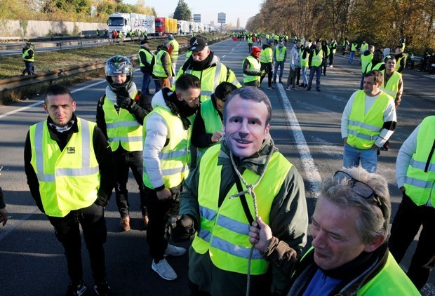 French Drivers Stage a Nationwide Protest Against Fuel Taxes