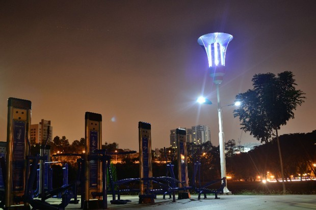This Solar-Powered Streetlight Also Zaps Mosquitoes