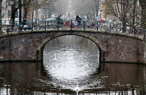 Street by Street, Amsterdam Is Cutting Cars Out of the Picture