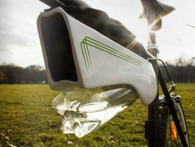 This Water Bottle for Bikes Generates H2O From the Air