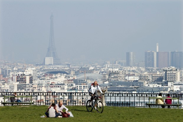 Cities Around Paris Strike a Rare Agreement to Ban Diesel Cars