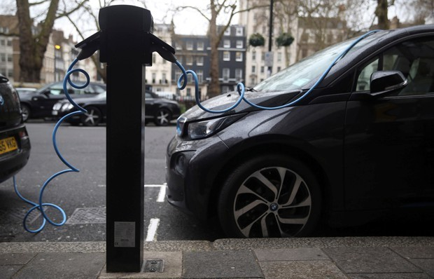 Can Green License Plates Help Plug Electric Cars?