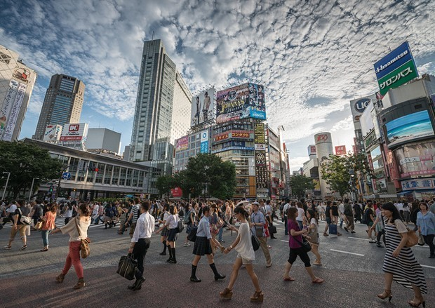 Toward a Simple and Universal Law of Pedestrian Behavior