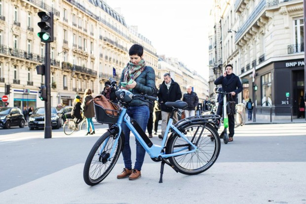 Paris Really Wants People to Ride Electric Bikes
