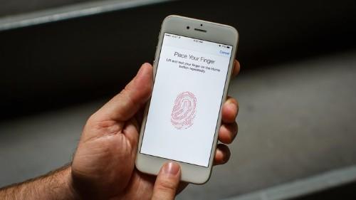 ¿Estás en peligro? tu iPhone lo sabrá según el dedo que uses para desbloquearlo