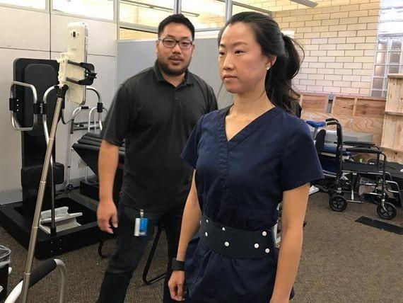 Este cinturón inteligente ayuda a los pacientes de párkinson con el equilibrio
