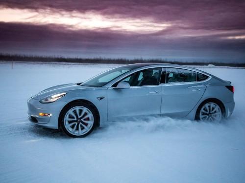 Consumer Reports critica duramente la asistencia automática de manejo de Tesla