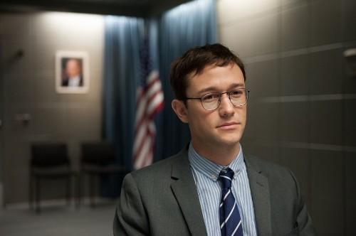 'Hacker' ético que trabajó en filme 'Snowden' aconseja: Protégete