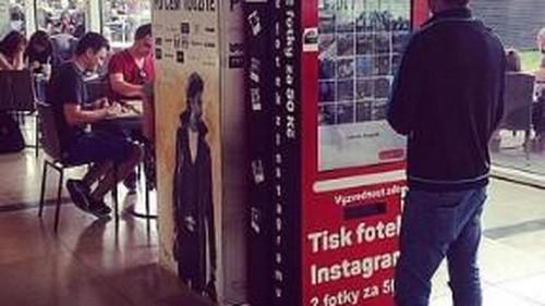 Ya puedes comprar seguidores de Instagram en una máquina expendedora