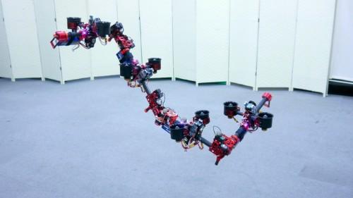 Este robot serpiente voladora se llama DRAGON. ¿Qué podría salir mal?