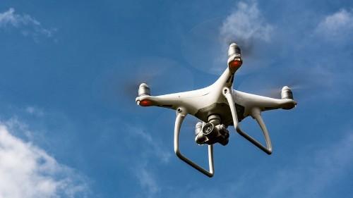 Pilotos de drones comerciales requieren certificación a partir del 29 de agosto