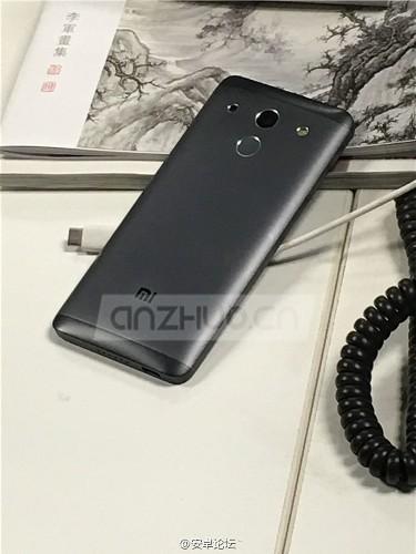 Una nueva foto deja ver el supuesto Mi5 de Xiaomi en toda su gloria