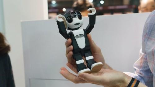 RoBoHoN, el 'smartphone' inteligente de Sharp, habla y camina