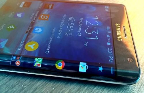 Un nuevo Galaxy tendría pantalla curva en tres de sus lados