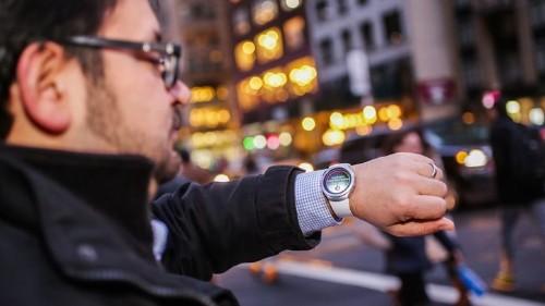 El 'smartwatch' sería capaz de mostrar los números para marcar un teléfono, un teclado para escribir o las calles de una dirección