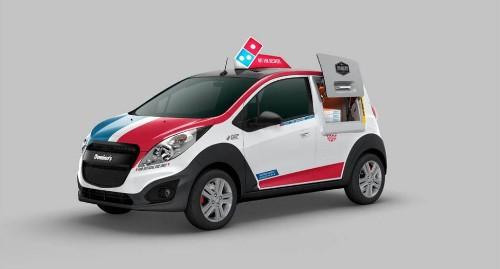 Domino's Pizza lanza un carro con horno incorporado