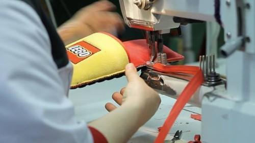 Estas zapatillas anti-Lego de Lego ofrecen protección extra para tus pies