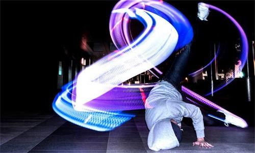 Zapatos LED para convertir tu baile en un show de luces
