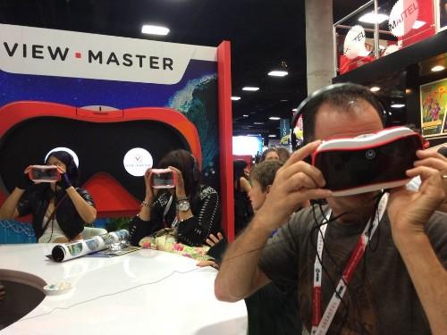 Mattel usa tiburones y nostalgia para mostrar sus nuevas View-Master