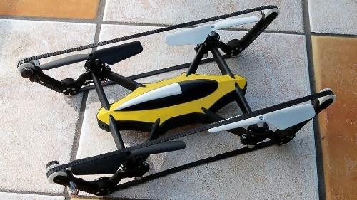 Este dron, con ruedas de tanque, conquista cielo y tierra