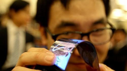 Primer celular con pantalla plegable de Samsung llegaría en enero