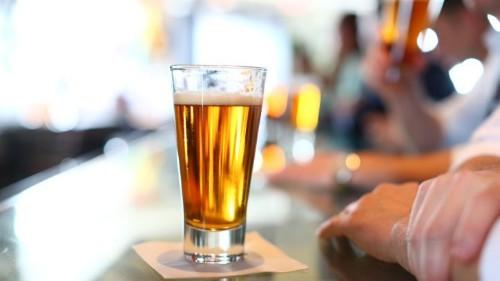 Cerveceras echan mano de la inteligencia artificial para predecir el sabor de tu chela