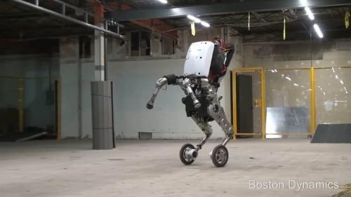 Este robot salta obstáculos como un patinador profesional