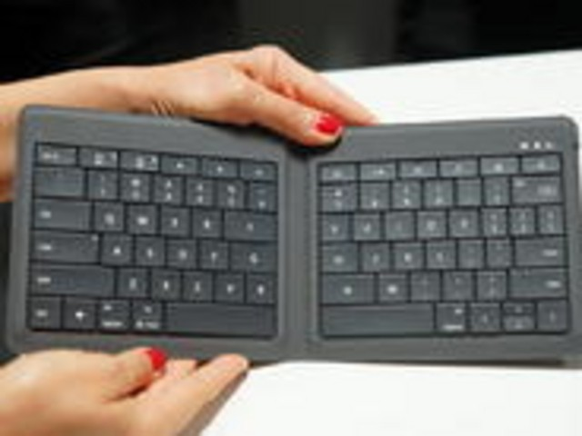 MSの折りたたみ式ポータブルキーボード--iOSやAndroidにも対応の「Universal Foldable Keyboard」
