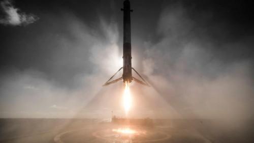 SpaceX llevará a dos personas a la Luna en 2018