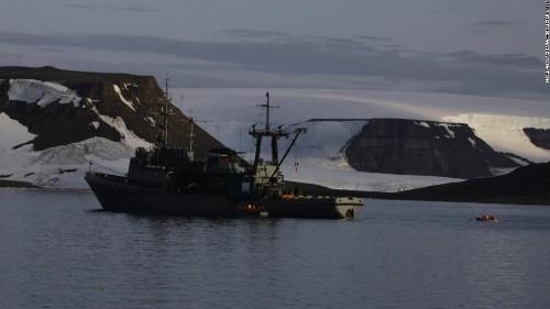 Walrus sinks Russian Navy boat in the Arctic Ocean