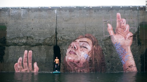 The mural that disappears with the tide