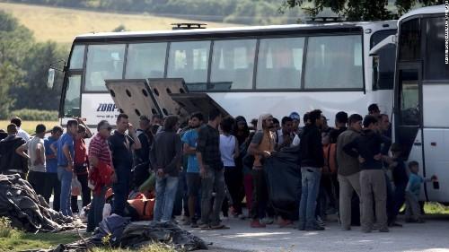 Greece starts clearing Idomeni migrant border camp