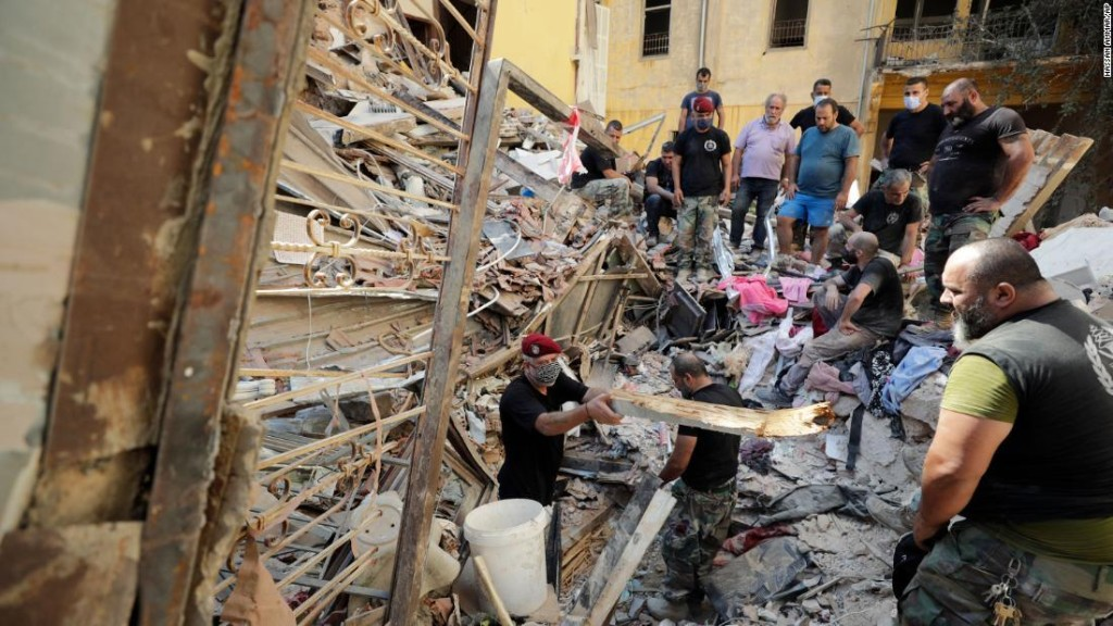 See what bomb expert thinks caused Beirut explosion - CNN Video