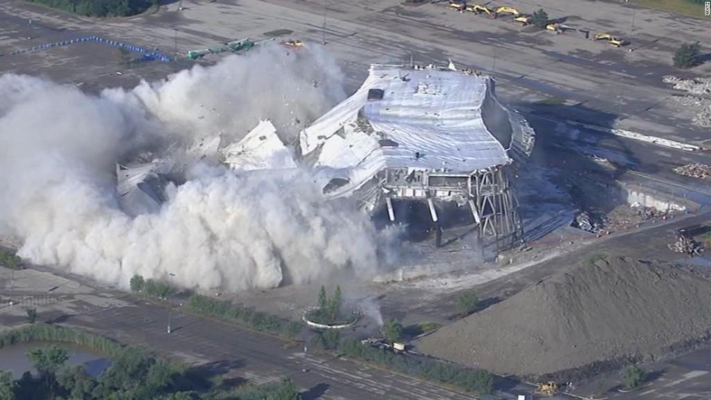 Implosion levels the Palace of Auburn Hills, the Detroit Pistons' former home