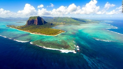Underwater waterfall and 13 other Mauritius must-sees