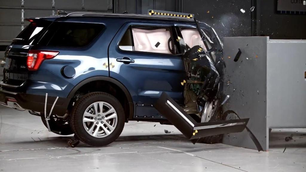 Jeep Grand Cherokee and Ford Explorer flunk crash test - CNN Video