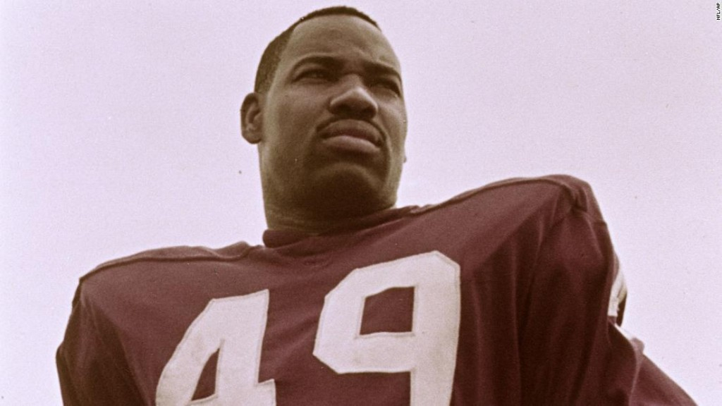 Bobby Mitchell, first black player for the Washington Redskins, dies at 84