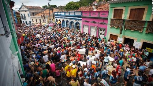 Brazilians celebrate Carnival despite Zika virus threat